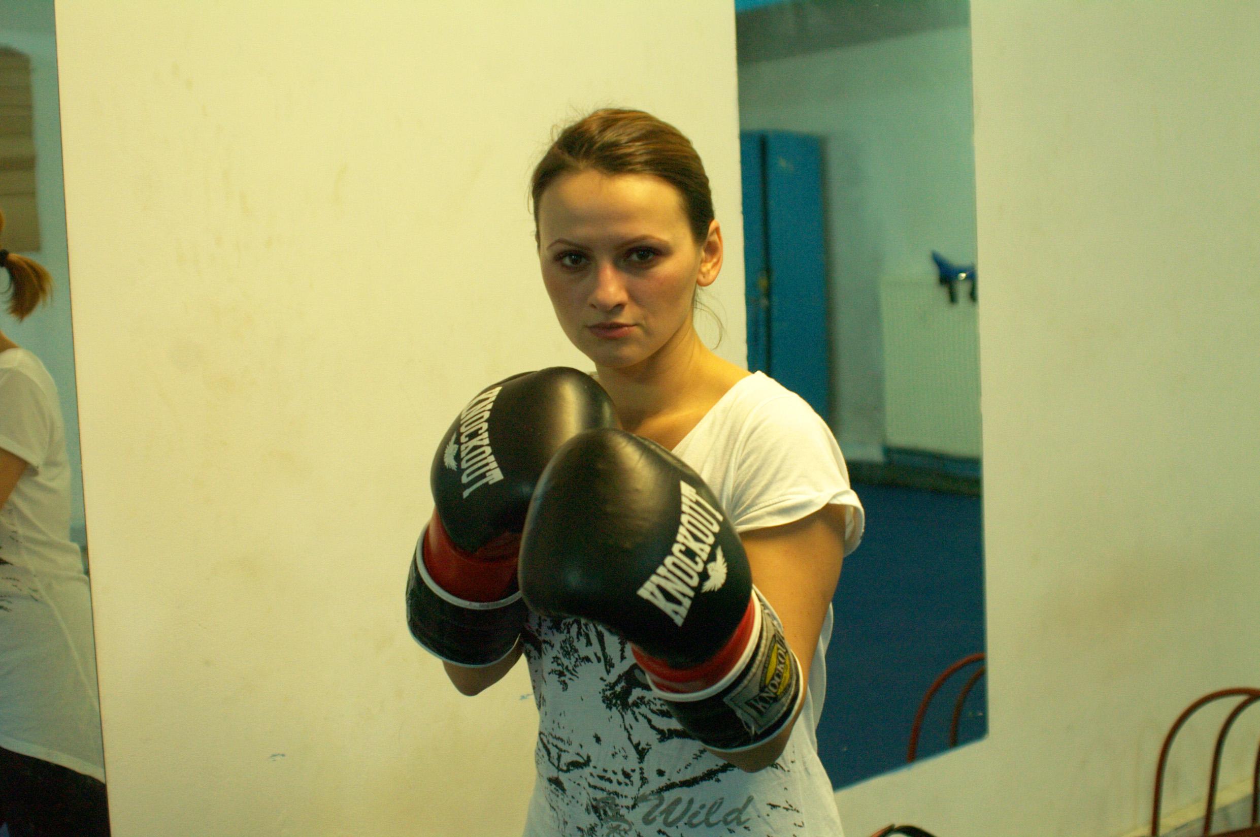 Imagini de la cursurile de kickboxing pentru fete Bucuresti SHINPO